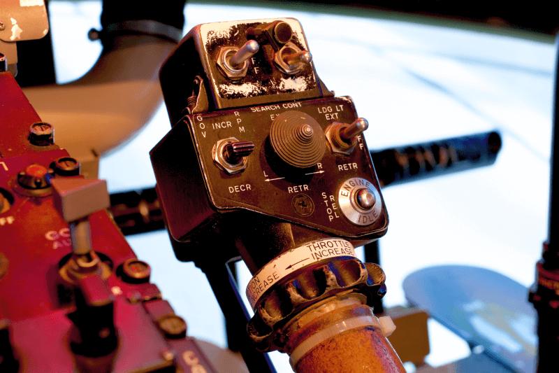 hubschrauber-rundflug-simulator-muenchen-bellhuey-selber-fliegen-helikopter-steuern-erlebnis-gutschein