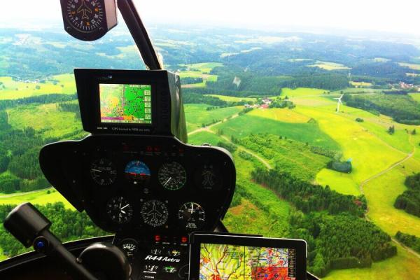 hubschrauber-rundflug-weihnachten-geschenk-idee-ueberraschung-ostern-geburtstag-pilot