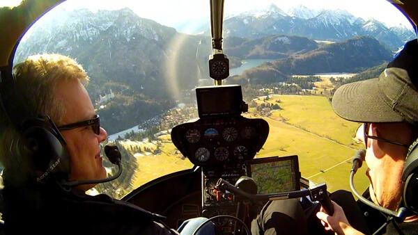 hubschrauber-rundflug-geschenk-geburtstag-geschenk-ticket-helikopter-fluss