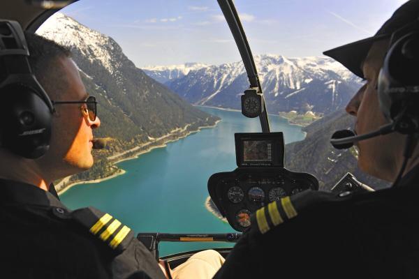 hubschrauber rundflug ausbildung privat piloten lizenz fuehrerschein fliegen pilot ppl muenchen R44