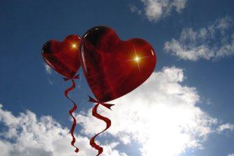 Valentins tag Geschenkidee Paar Hubschrauber Rundflug Herz Himmel Love