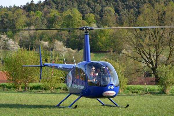 hubschrauber-rundfluege-kassel-wolfhagen-hubschrauberflug-hessen-fliegeng-geschenk-verlobung-pilot