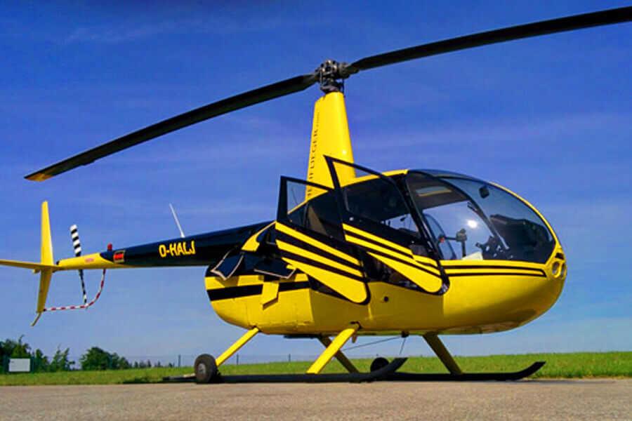 hubschrauber-rundfluege-straubing-tueren-auf-r44-hubschrauberflug