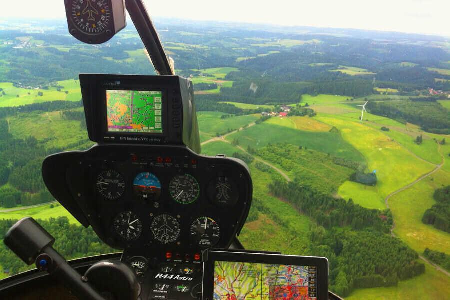 hubschrauber-rundflug-navigation-garmin-r44-astro-straubing-hubschrauberflug