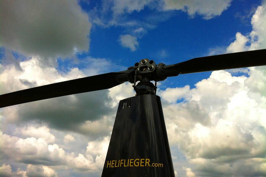 hubschrauber-rundflug-rotorblaetter-r44-straubing-hubschrauberflug