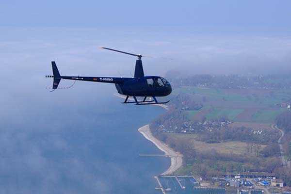 hubschrauber-rundfluege-friedrichshafen-bodensee-hubschrauberflug-ueberraschung-helikopter-selber-steuern-verlobung
