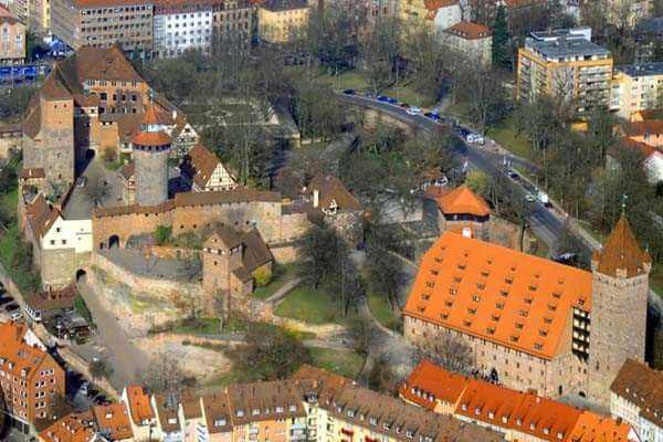 hubschrauber-rundfluege-neumarkt-nuernberg-regensburg-hubschrauberflug-burg-fliegen-selber-steuern