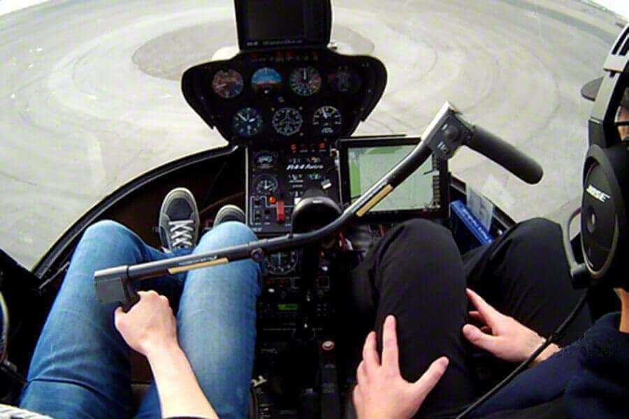 hubschrauber-rundflug-rostock-ostsee-hubschrauberflug-r44-robinson-selber-steuern-flugschueler-gutschein