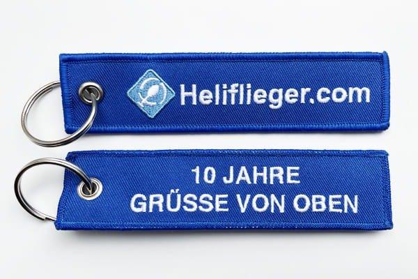 hubschrauber-schluesselanhaenger-heliflieger-gruesse-von-oben-blau-remove-before-flight